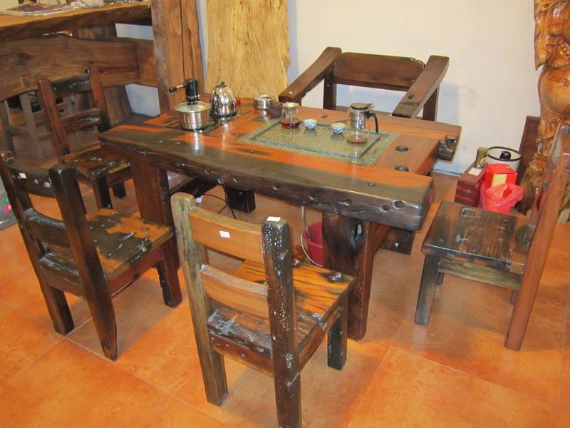 例如广州一次出手过百万元购买船木家具的大有人在
